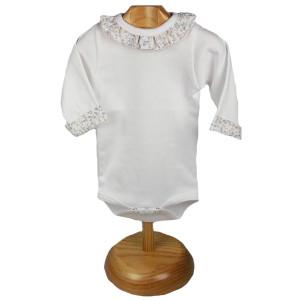 camiseta con cuello y puños para bebe