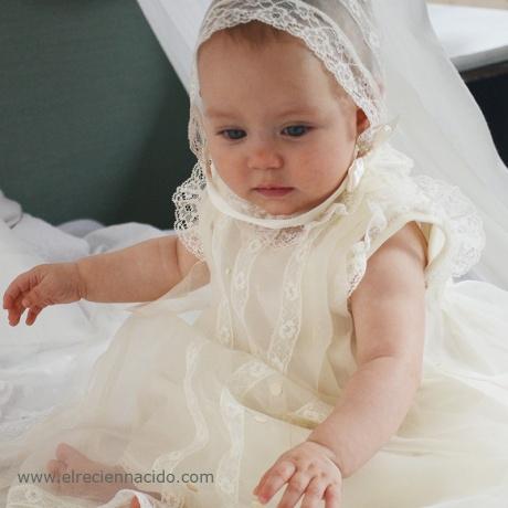 vestido de bautizo clásico con capota