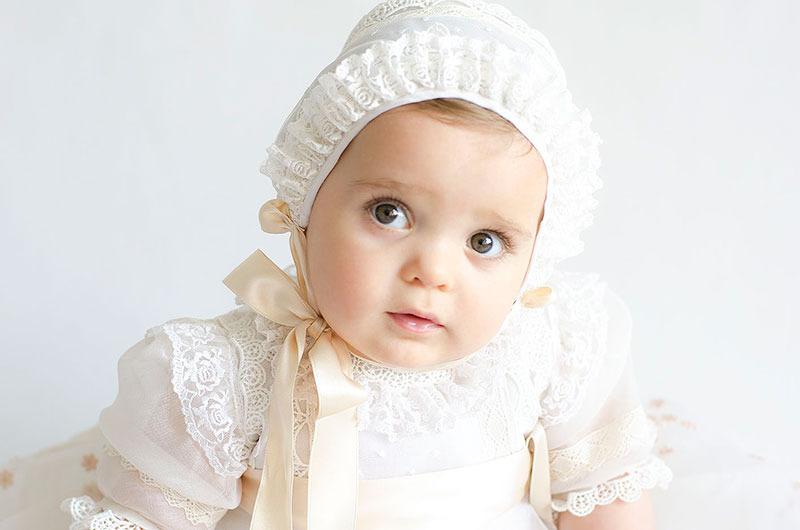 Bebé de bautizo - sesión de fotos