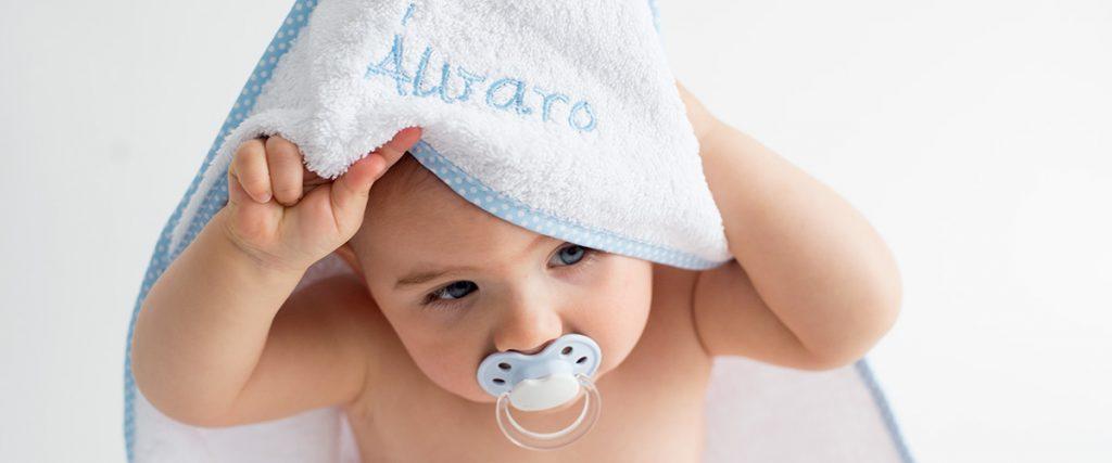 Toalla bebe bordada con nombre