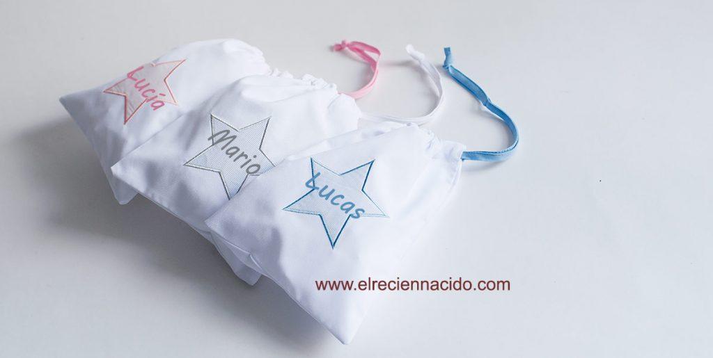 bolsas de merienda o pañales personalizadas con nombre bordado. En bolsa de tela con estrella de diferentes colores.