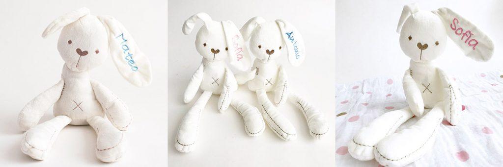 conejo-bunny-personalizado bordado con el nombre en la oreja en tono claro para niño y niña.