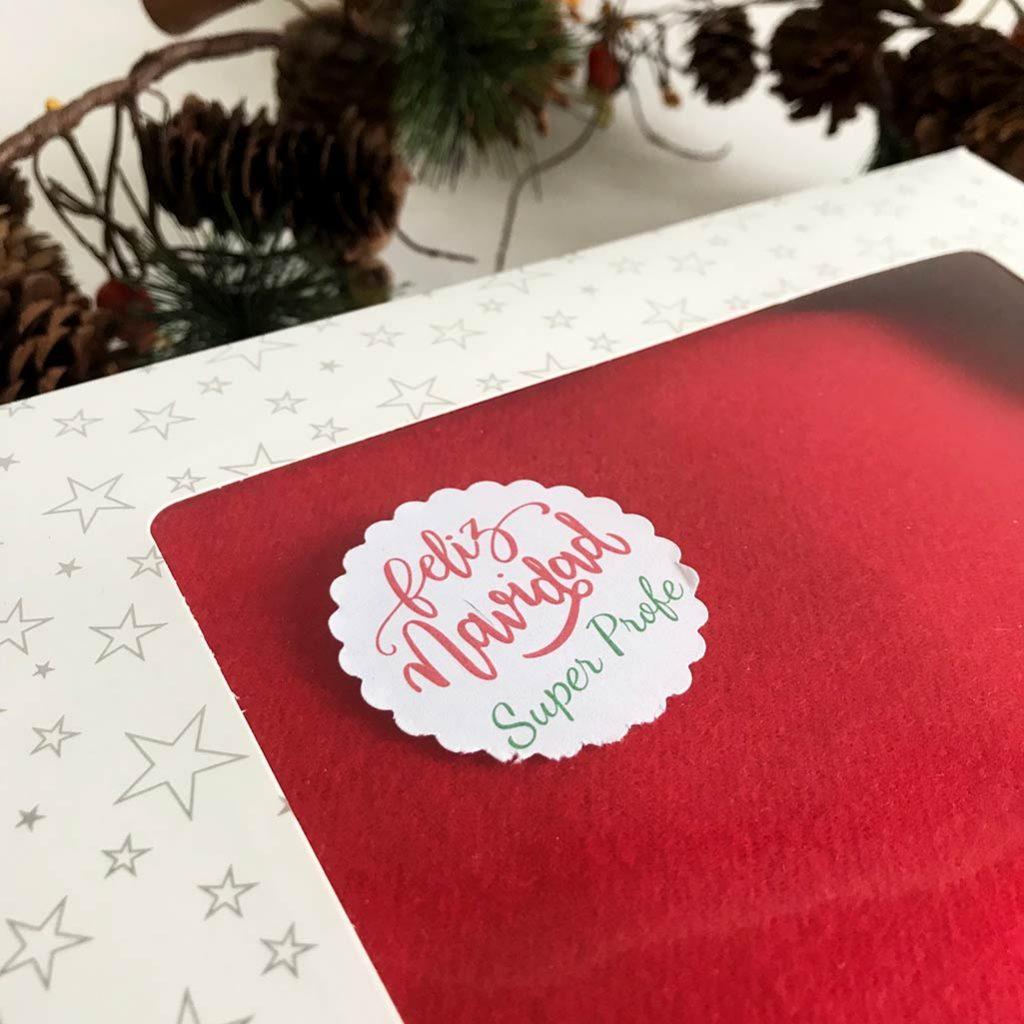 Bufanda personalizada con inicial. Regalos de navidad para profesores