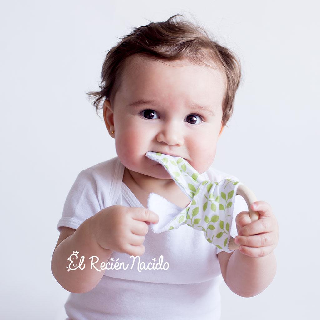 Mordedor de madera para bebés